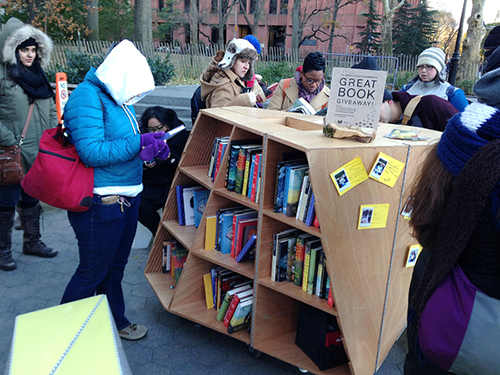NYC pop up bookshelves outside